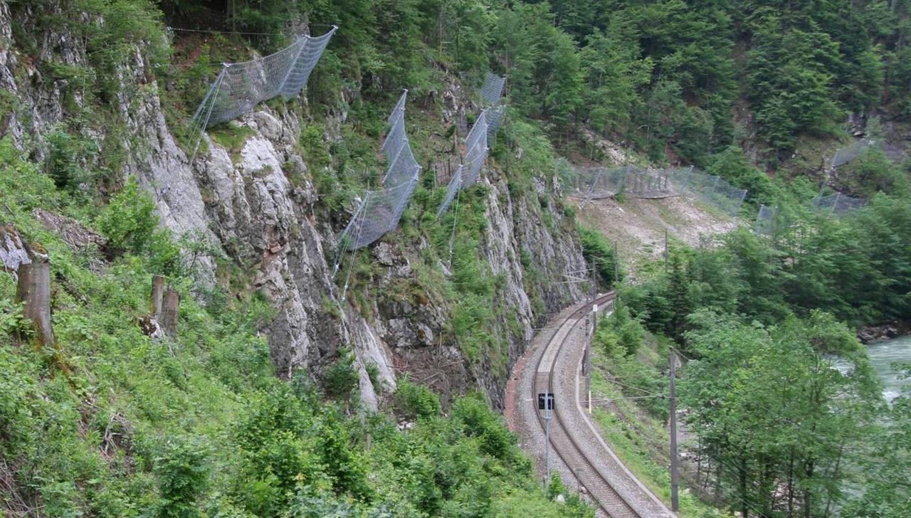 Steinschlagschutzsysteme mit Omega-Netz: RUD